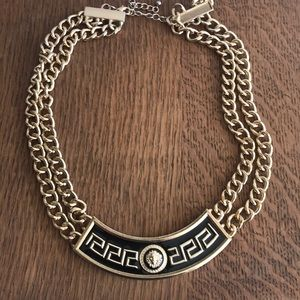 Black and Gold Necklace- looks rich!